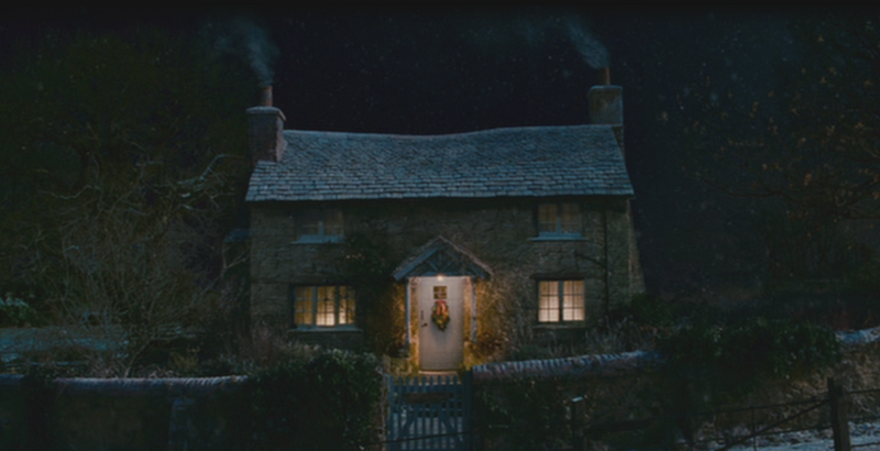 Iris's Rosehill Cottage Surrey The Holiday at night