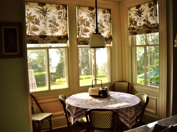 Stepmom house-breakfast nook