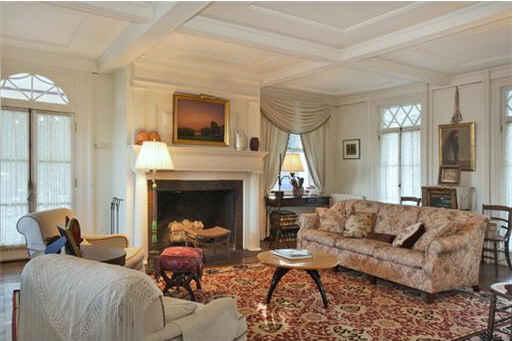 Stepmom house-living room