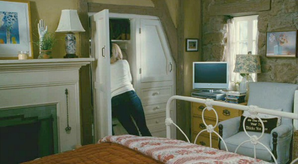 The Holiday movie cottage Iris's bedroom