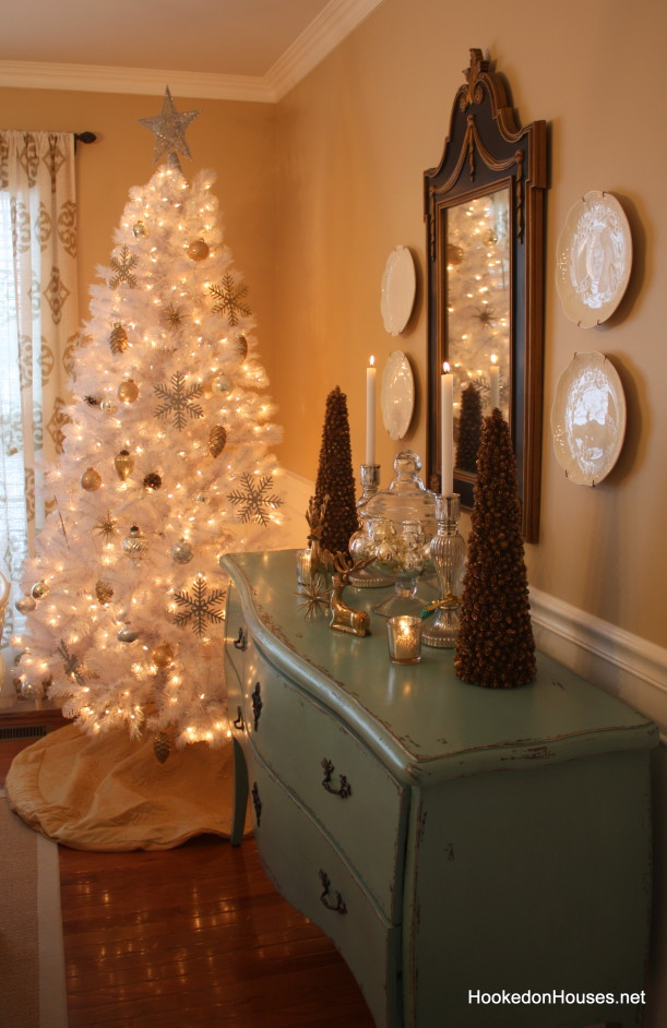 this just looks very warm and peaceful to me - White Christmas Tree With Gold Decorations