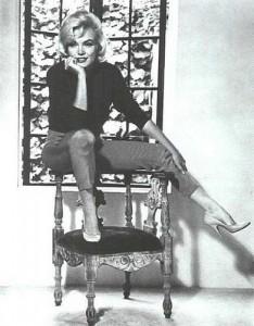 Marilyn Monroe in her Brentwood house