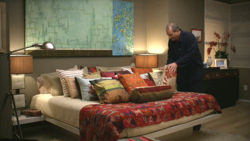 Jay and Gloria's bedroom on TV show Modern Family