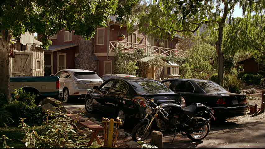 exterior of Zeek and Camille\'s house on Parenthood