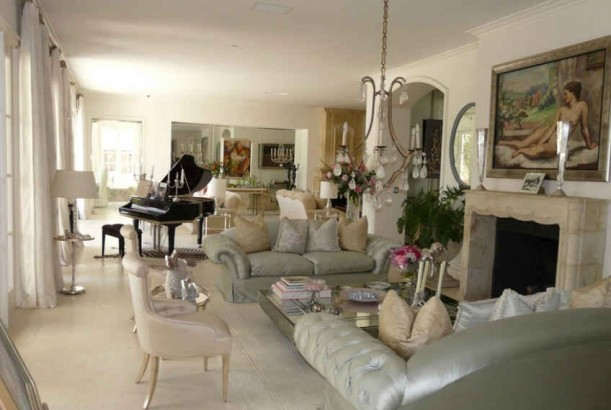 Lisa vanderpump 39 s and giggy 39 s mansion in beverly hills Lisa vanderpump home decor for sale