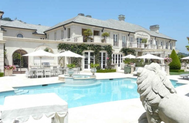 Lisa vanderpump 39 s and giggy 39 s mansion in beverly hills for Pool garden house