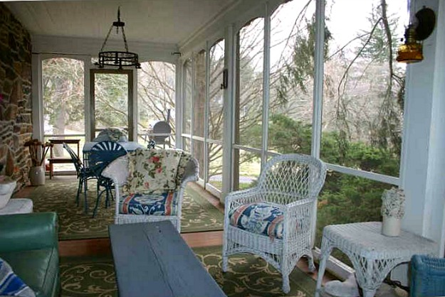 Marley and Me house screened porch