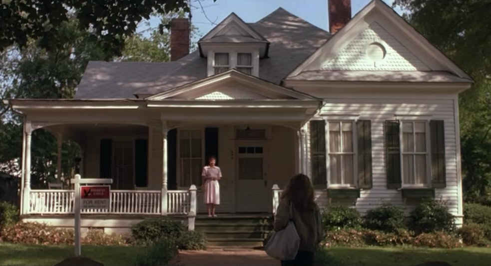 Julia Roberts rents the white cottage in Sleeping with Enemy