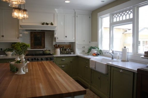 Dorie 39 s charming bungalow in arizona hooked on houses for Bad smell in kitchen cabinets