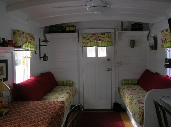 Living In A Tiny House Marcia 39 S Cozy Red Caboose Hooked On Houses
