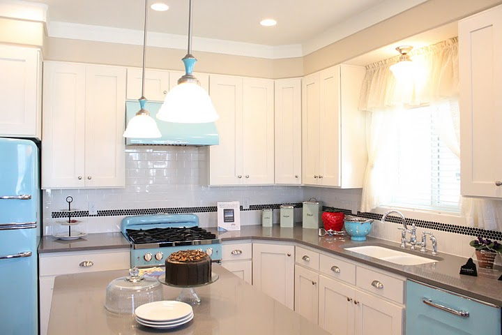 retro blue and white kitchen at the up house hooked on houses. Black Bedroom Furniture Sets. Home Design Ideas