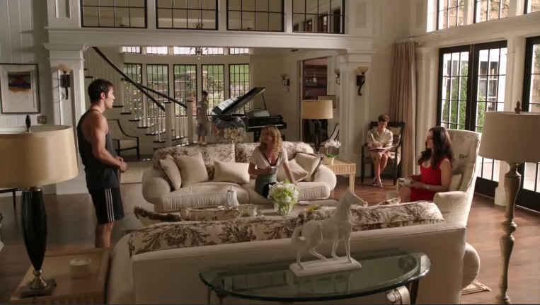 Revenge Grayson Mansion Living Rm Wide Shot Ep 2