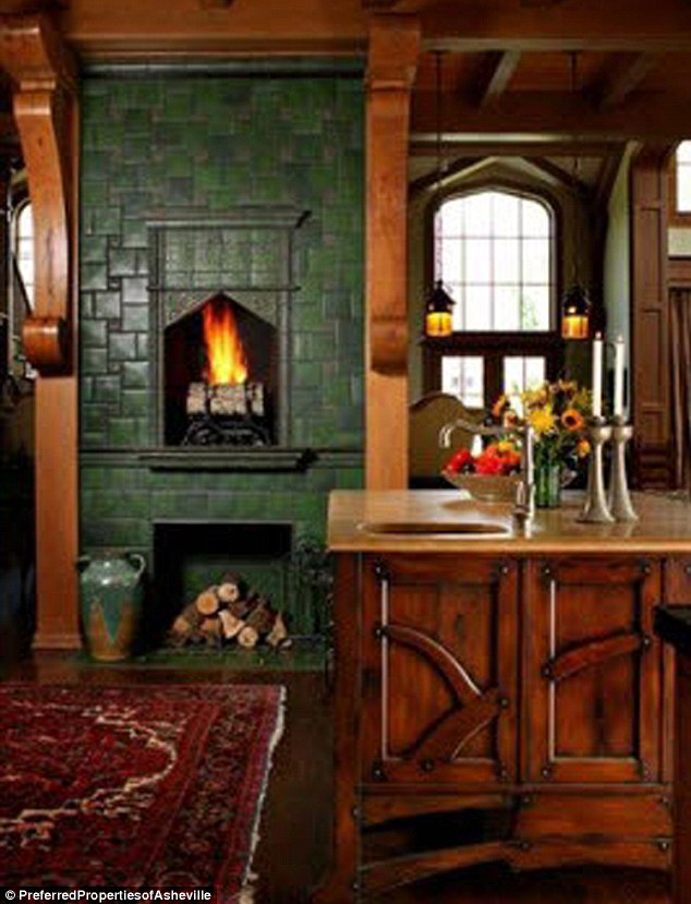 Andie Macdowell S House Kitchen Fireplace Hooked On Houses