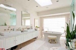 Kate Walsh's white bathroom