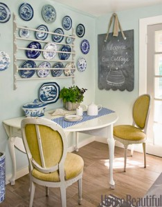 kitchen eating area in Bee Cottage HB