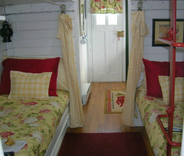 Living in a tiny house marcia 39 s cozy red caboose hooked for Large family living in small house