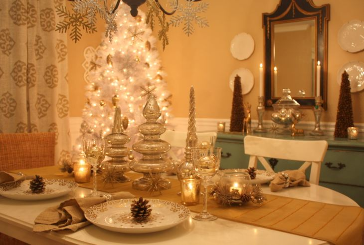 Decorating my dining room for christmas hooked on houses for Christmas dining room table decorations