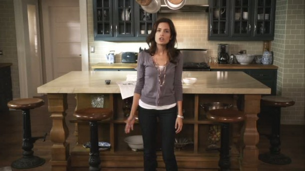 Melissa standing in kitchen in Pretty Little Liars