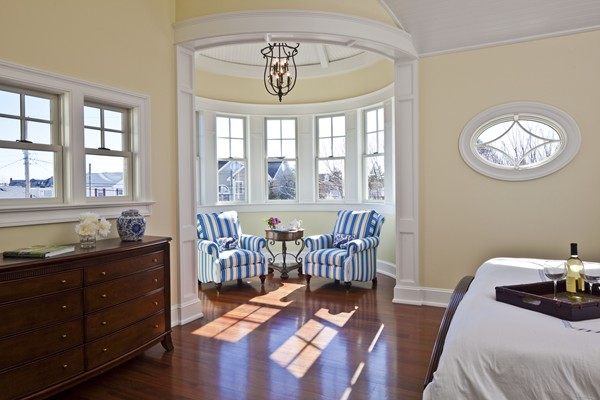 adults and how to decorate a round room Gaines and