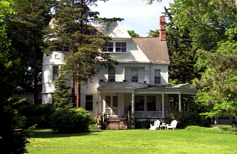 The Farmhouse On The Sitcom Hot In Cleveland Hooked On Houses