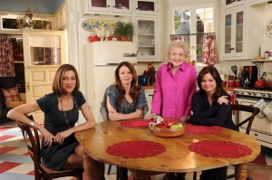 Wendie Malick-Betty White-Valerie Bertinelli-Jane Leeves-Hot in Cleveland kitchen