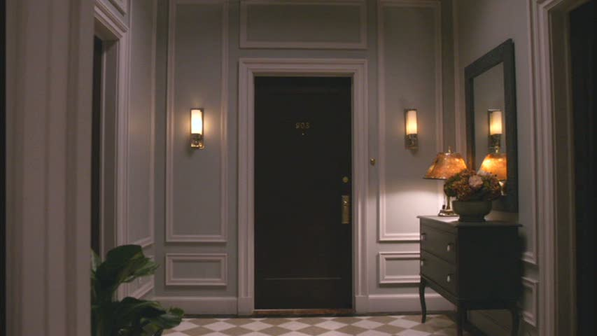 Foyer entry hall alicia 39 s apartment hooked on houses for Foyer designs for apartments india