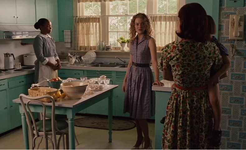 Emma Stone in Hilly\'s turquoise kitchen
