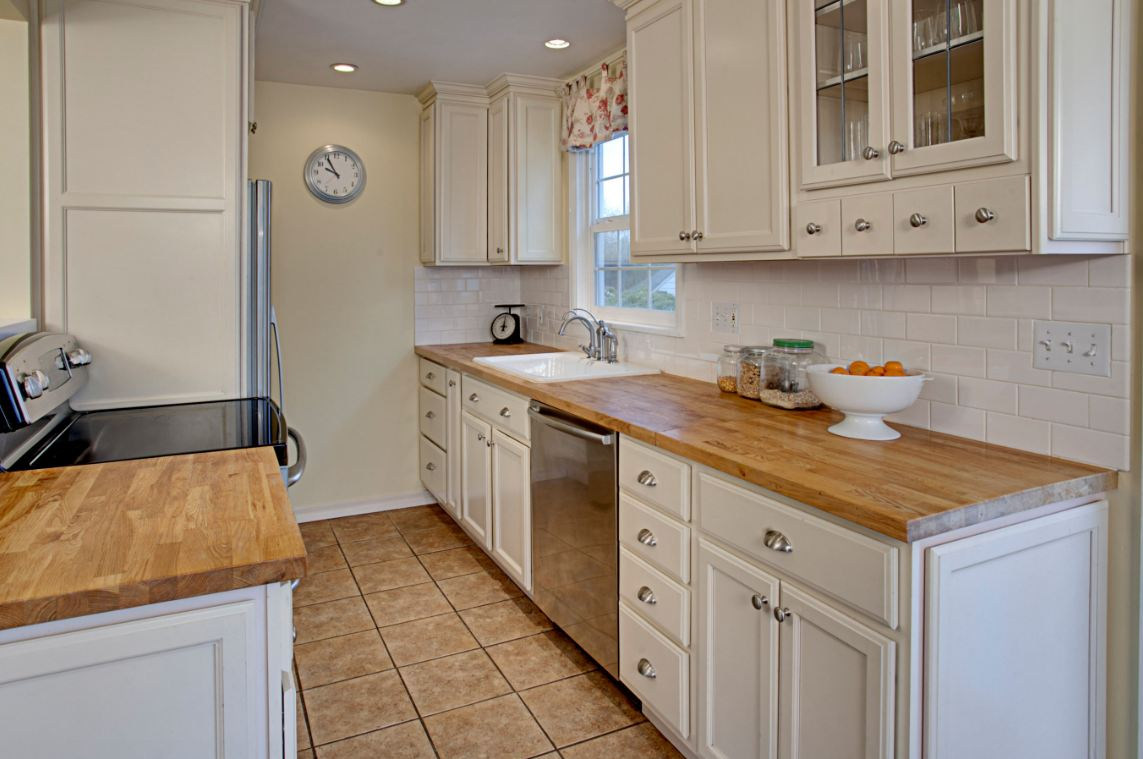 Cape cod kitchen after hooked on houses Cape cod style kitchen design