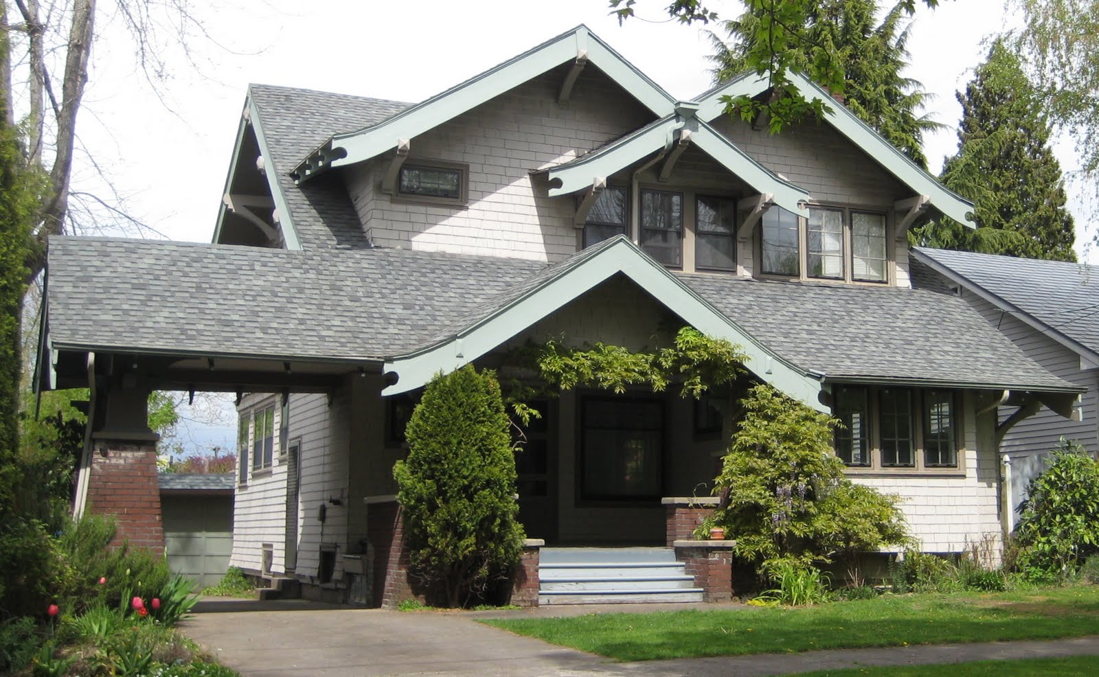 Laurelhurst 1912 craftsman exterior before reno hooked for Craftsman home