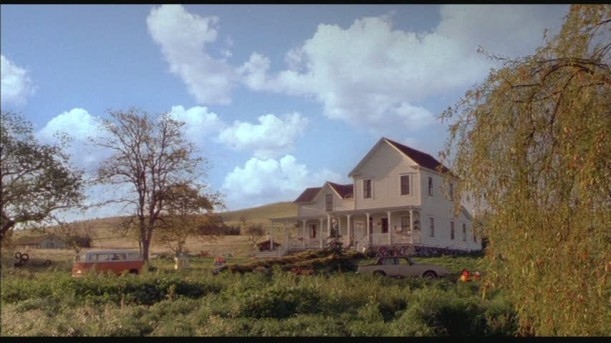 front exterior of white farmhouse in Cheaper by the Dozen movie