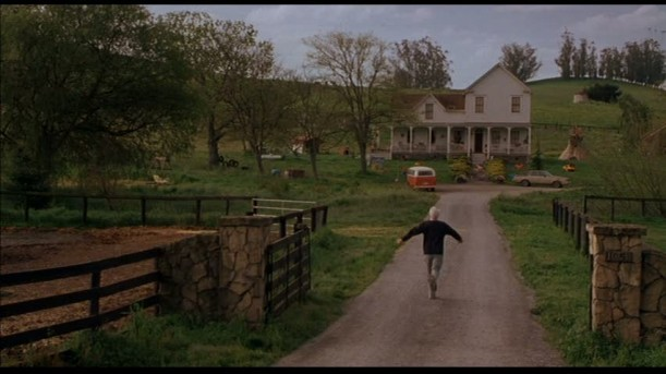 Steve Martin running down the lane in front of farmhouse in Cheaper by the Dozen