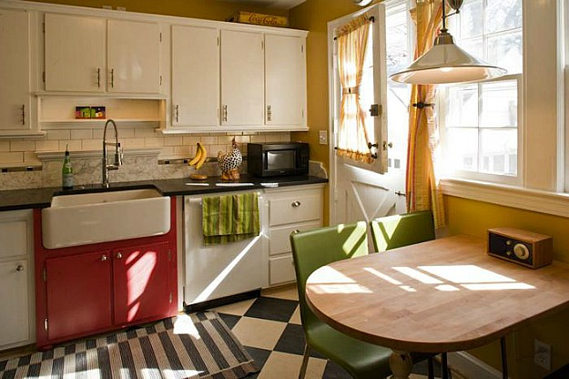 Amy Stacy's Cheery Cape Cod Kitchen - Hooked on Houses