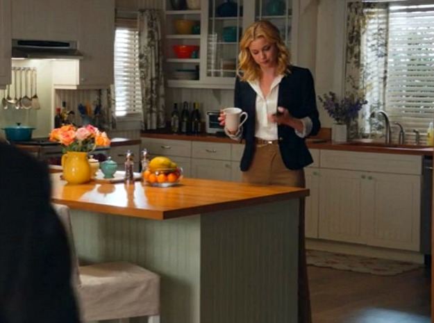 Emily Thorne's beach house kitchen