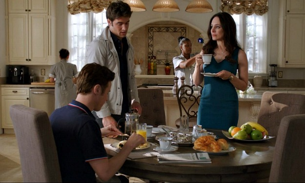 Daniel and Victoria talking in kitchen