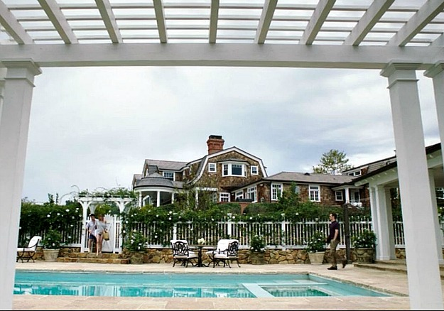 the pool next to Grayson Manor on Revenge