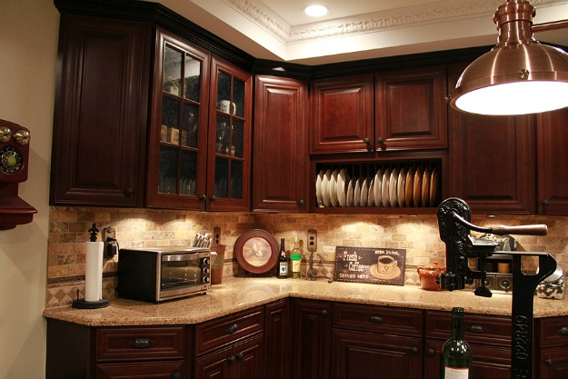 corner of kitchen with plate rack