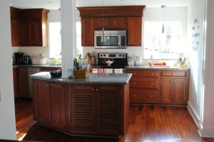 Chania's dark wood kitchen in Florida 1