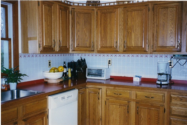 dated kitchen with oak cabinets before makeover