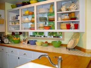 Lynda's colorful kitchen shelves