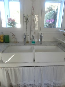 Silvina's kitchen-double farm sinks vert