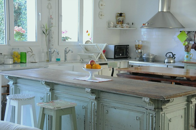 A mix of new and vintage silvina 39 s kitchen in argentina - Alacenas de cocina vintage ...