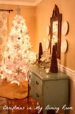 Christmas-in-my-Dining-Room-Hooked-on-Houses