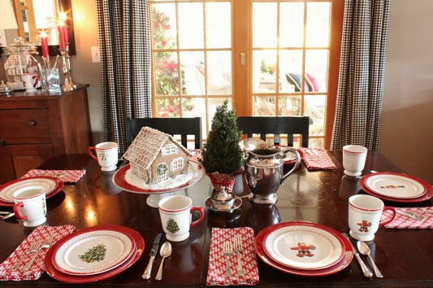 A table topped with Christmas plates