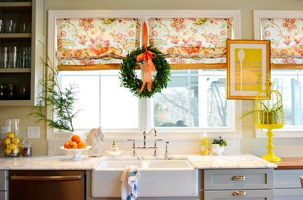 Edie'S Boxwood Wreath In Kitchen-Bhg 1-13 - Hooked On Houses