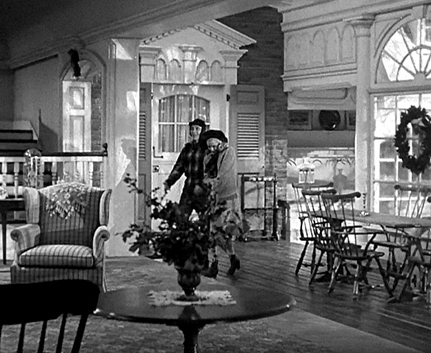 screenshot of the Holiday Inn movie set