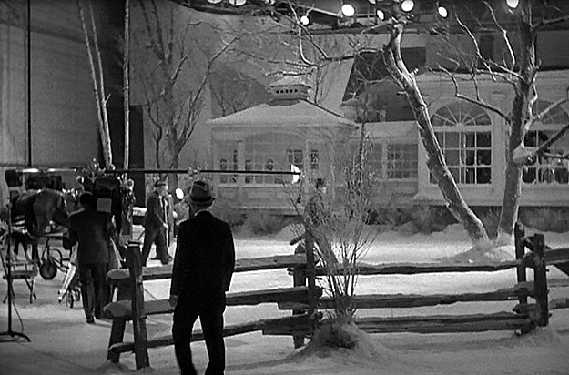 A classic white christmas in the movie holiday inn for Classic christmas films black and white