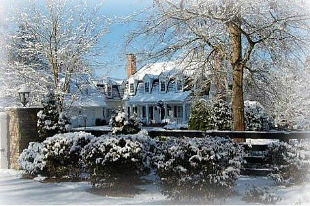 exterior of house inspired by the movie White Christmas