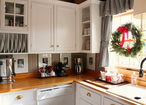 beverage-area-for-Christmas-Talk-of-the-House