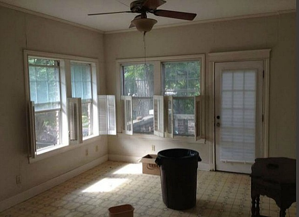 kitchen eating area before remodel