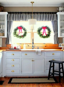 kitchen-window-for-Christmas-Talk-of-the-House